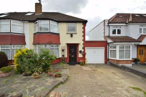 Ripon Gardens, Ilford, Essex, IG1. 3 bedroom end of terrace house
