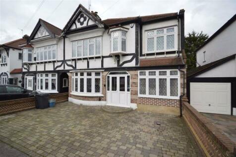 Abbotswood Gardens, Clayhall, Essex, IG5. 5 bedroom semi-detached house