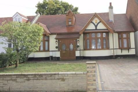 Parkway, Seven Kings, Essex, IG3. 5 bedroom bungalow
