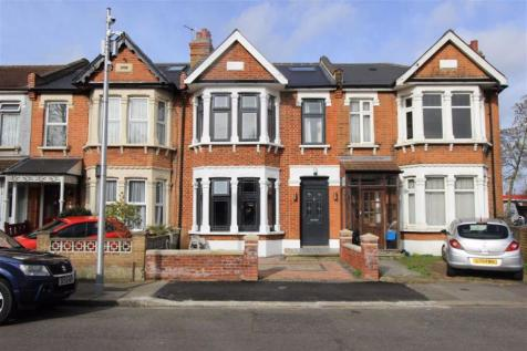South Park Crescent, Ilford, Essex, IG1. 5 bedroom house