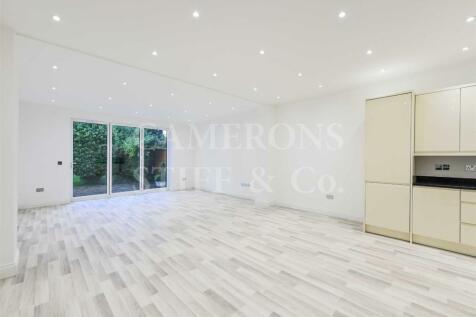 Chatsworth Road, Willesden Green. 3 bedroom flat for sale