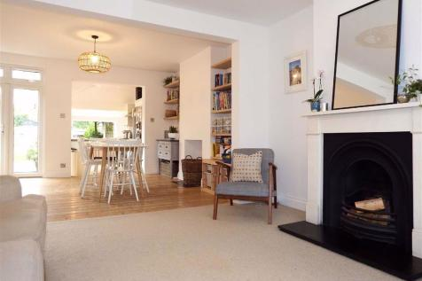 Stanmore Road, Stevenage, Hertfordshire, SG1. 3 bedroom terraced house