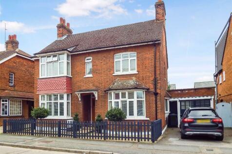 Basils Road, Stevenage, Hertfordshire, SG1. 4 bedroom detached house