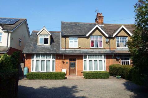 Green Street, Stevenage, Hertfordshire, SG1. 4 bedroom semi-detached house