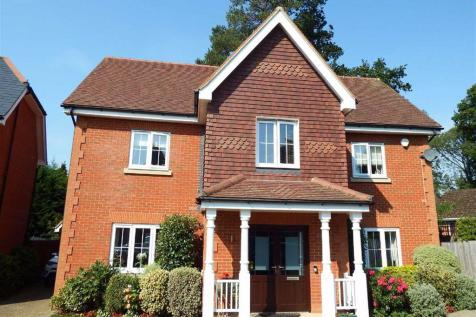 Nycolles Wood, Stevenage, Hertfordshire, SG1. 6 bedroom detached house