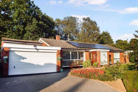 Chancellors Road, Stevenage, Hertfordshire, SG1. 3 bedroom detached bungalow for sale
