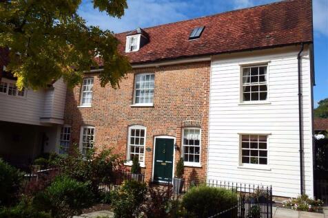 2 The Grange, Stevenage, Hertfordshire, SG1. 3 bedroom semi-detached house