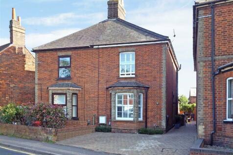 Julians Road, Stevenage, Hertfordshire, SG1. 3 bedroom semi-detached house