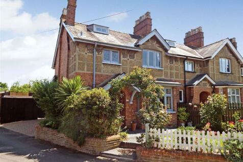 Walkern Road, Stevenage, Herts, SG1. 3 bedroom end of terrace house