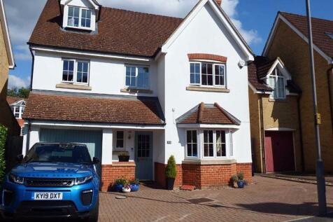 Cleveland Way, Stevenage, Hertfordshire, SG1. 5 bedroom detached house