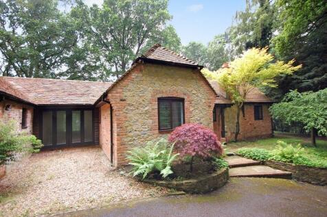 Simmondstone Lane, Churt, Farnham, GU10. 4 bedroom detached bungalow for sale
