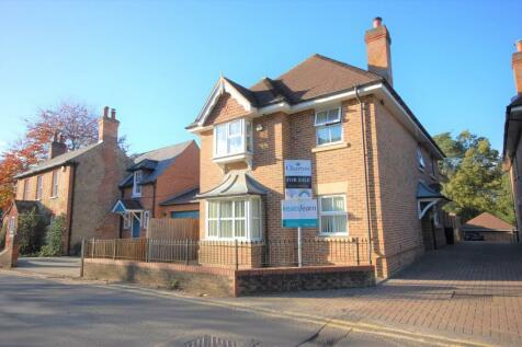 Burnt Hill Road, Lower Bourne, Farnham, GU10. 5 bedroom detached house for sale