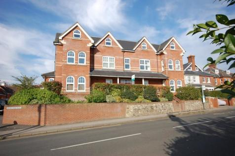 1 Hale Road, FARNHAM, GU9. 3 bedroom penthouse