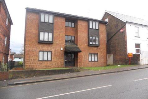 The Ivies, 80 Brighton Road, Redhill, RH1. Studio apartment