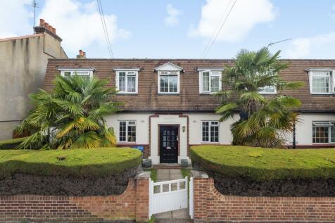 Beresford Court, Beresford Road, New Malden, KT3. 2 bedroom flat