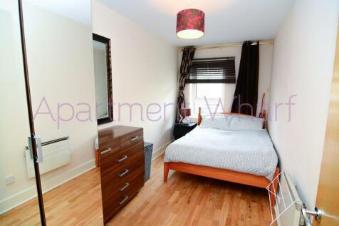St David Square  (Canary Wharf), London, E14. 1 bedroom flat share