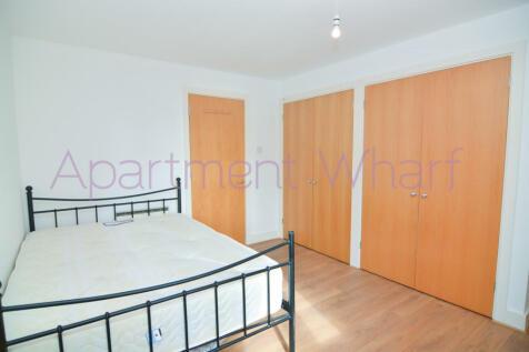 Room - A St David Square  (Canary Wharf), London, E14. 1 bedroom flat share