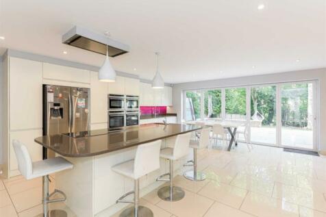 Larchwood Close, Banstead. 4 bedroom detached house for sale