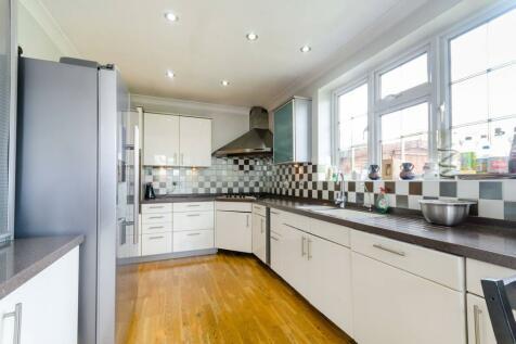 West Barnes Lane, Motspur Park, New Malden, KT3. 5 bedroom semi-detached house