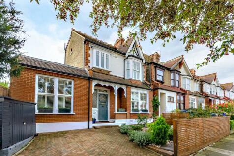 Dukes Avenue, New Malden, Surrey, KT3 4HR, New Malden, KT3. 5 bedroom detached house