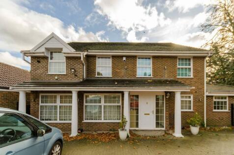 Wonford Close, Coombe, Kingston upon Thames, KT2. 5 bedroom detached house for sale