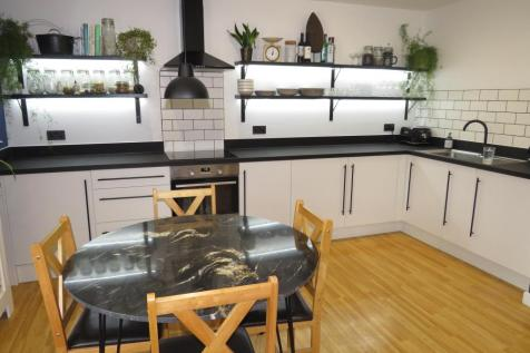 Grouse Road, CALNE. 2 bedroom flat
