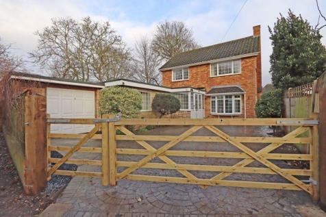 Bacon Lane, Hayling Island. 6 bedroom detached house for sale