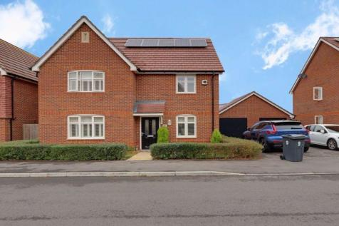 Whiteland Way, Clanfield, Waterlooville. 4 bedroom detached house for sale