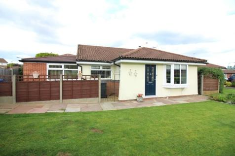 Strathmore Close, Ramsbottom, Bury, BL0. 2 bedroom detached bungalow for sale