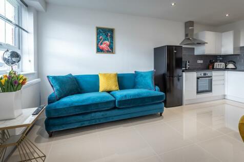 Albert Road South, Hampshire. 2 bedroom apartment