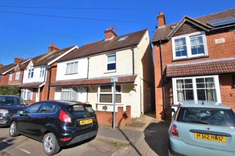 Howard Road, WOKINGHAM, Berkshire. 3 bedroom semi-detached house