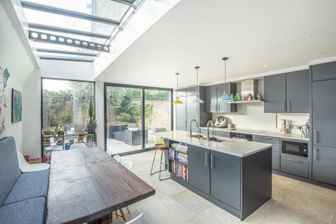 Ridgmount Road, London SW18. 5 bedroom terraced house