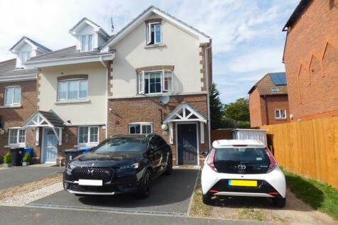 Blandford Close, Hamworthy, Poole, BH15. 4 bedroom end of terrace house