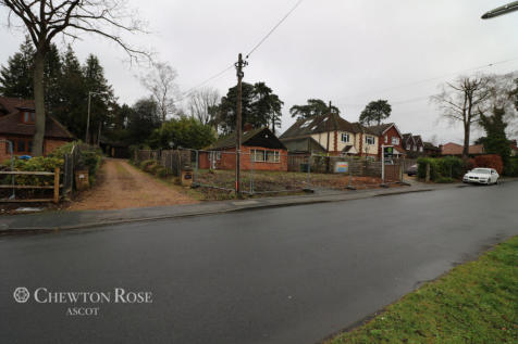 Ambleside Road, Lightwater. 4 bedroom detached house