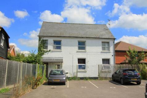 Bishopric, Horsham. 2 bedroom flat