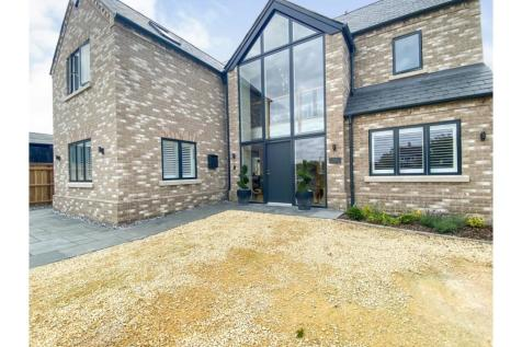 Boxworth End, Swavesey, Cambridge, CB24. 4 bedroom detached house