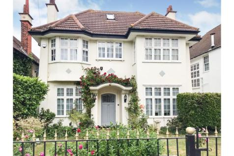 Crowstone Road, Westcliff-on-sea, SS0. 6 bedroom detached house