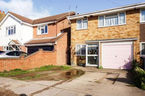 St. Johns Road, Southend-on-sea, SS3. 3 bedroom end of terrace house for sale