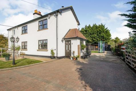Poynters Lane, Southend-on-sea, SS3. 4 bedroom semi-detached house for sale