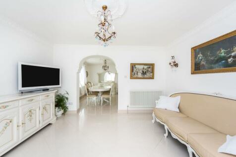 Old Esher Road, Walton-on-thames, KT12. 3 bedroom detached bungalow for sale