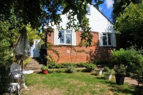Kenley Lane, Kenley, CR8. 5 bedroom detached bungalow