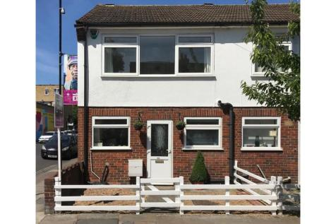 Nutfield Road, East Dulwich, SE22. 3 bedroom end of terrace house