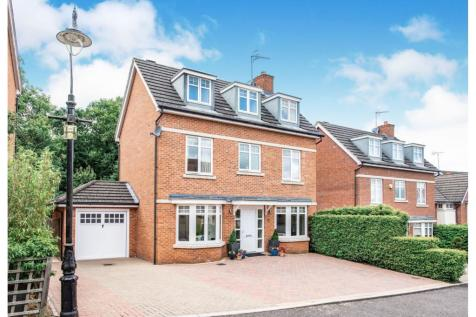 Padelford Lane, Stanmore, HA7. 4 bedroom detached house
