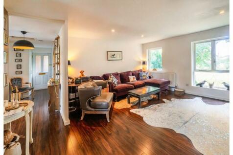 Anstice Close, Chiswick, W4. 2 bedroom apartment