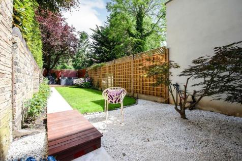 Canfield Gardens, South Hampstead, NW6. 3 bedroom ground floor flat