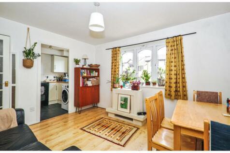 Glenville Grove, London, SE8. 1 bedroom flat