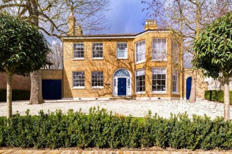 Princes Avenue, Woodford Green, IG8. 4 bedroom detached house