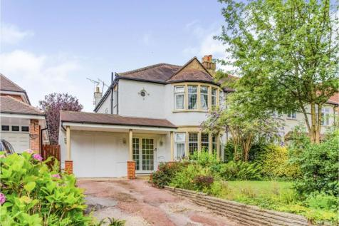 Wellington Road, Enfield, EN1. 3 bedroom detached house