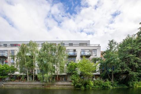 14 Orsman Road, De Beauvoir, N1. 2 bedroom apartment
