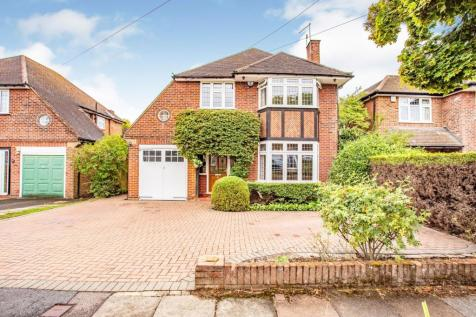 Cedar Drive, Pinner, HA5. 4 bedroom detached house